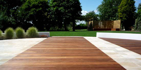 11-19-2010 - [Design Tips] Deck Ideas For Your Garden